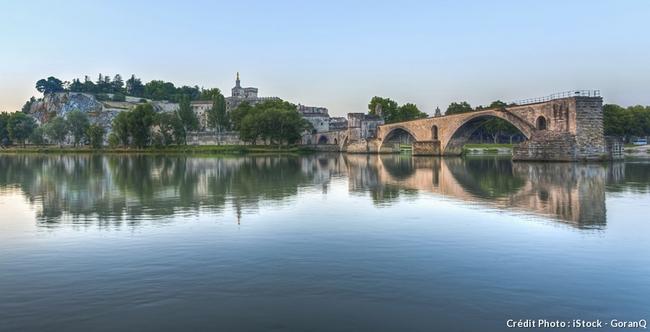 Le pont Saint-Bénezet (ou pont d'Avignon) - Vaucluse.resized.jpg