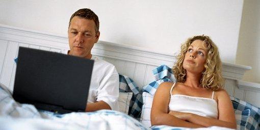 quand-le-boulot-envahit-tout-jusqu-au-lit-conjugal_370791_510x255.jpg