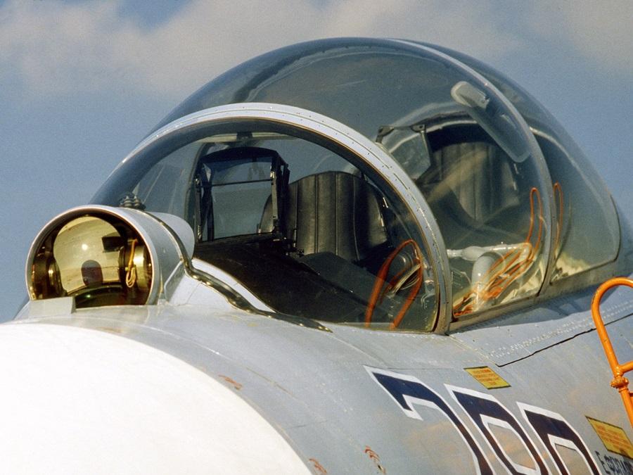 su-27ub_cockpit.jpg
