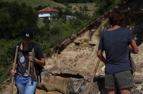 fouille-archeologique-sur-le-site-des-tumulus.jpg