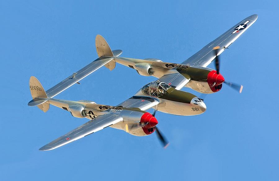 Lockheed_P-38_Lightning_(USAAC).jpg