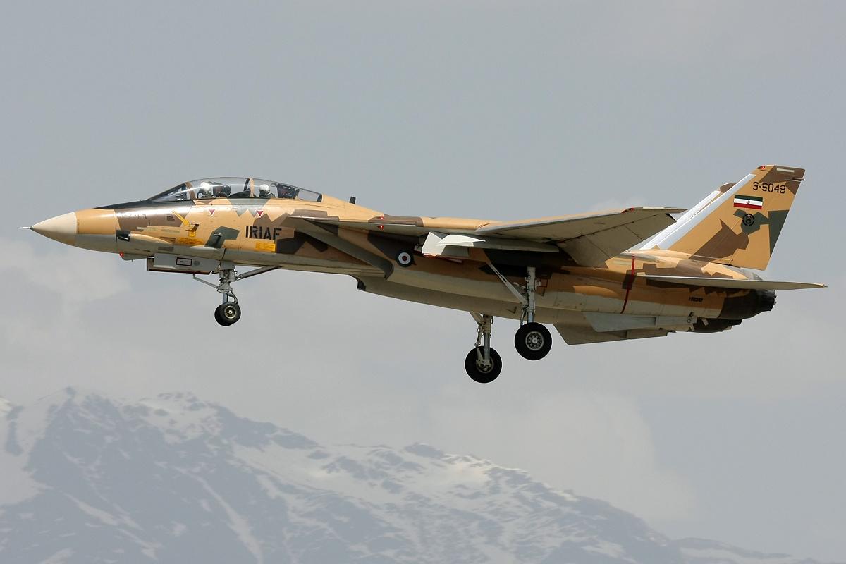 Iranian_AF_F-14_Tomcat_landing_at_Mehrabad.jpg
