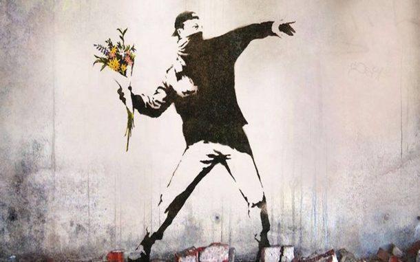 banksy-manifestant-fleur-royal-muse-610x381.jpg