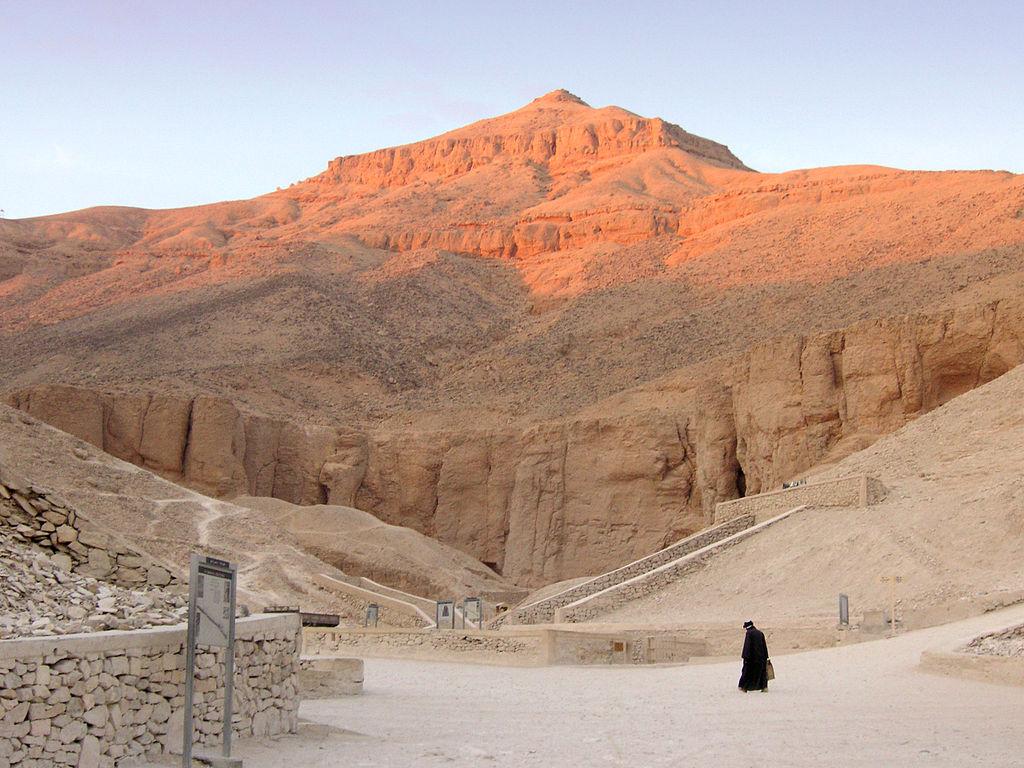 1024px-Ägypten_Tal_der_Könige.jpg