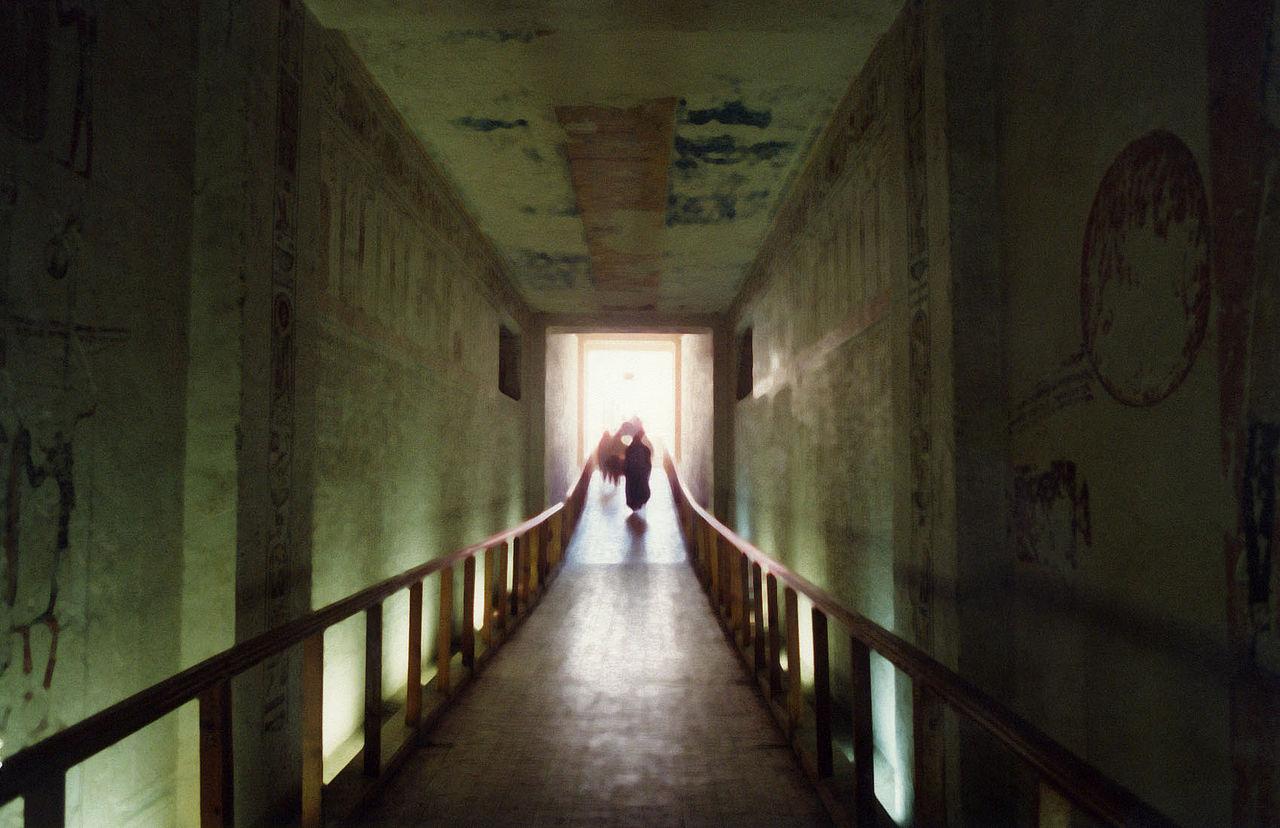 1280px-Ramses_IV_tomb_corridor.jpg