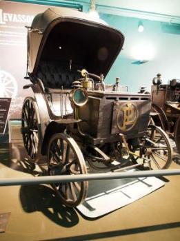 1891_Panhard_&_Levassor,_1,75cv_12kmh_moteur_Daimler_P2C_Gavois_(inv_5103)_photo_1.JPG