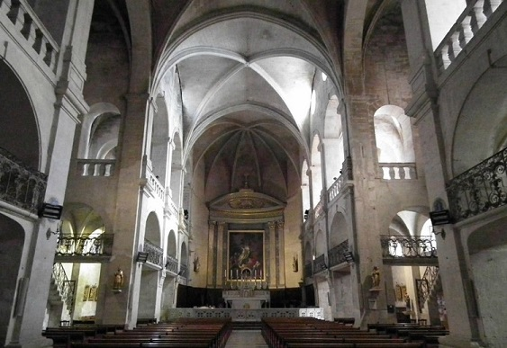 cathedrale intérieur.jpg