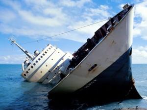 wallpaper bateau qui coule 300x225
